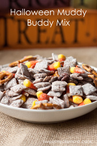 Halloween Muddy Buddy Mix | 20 Desserts To Make With Your Leftover Halloween Candy