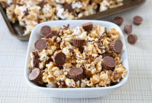 Reeses's Peanut Butter Popcorn | 10 Desserts To Make With Your Leftover Halloween Candy
