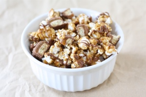 Twix Caramel Popcorn | 10 Desserts To Make With Your Leftover Halloween Candy